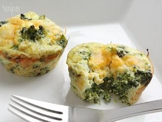 Mini Omelette Di Uova Di Broccoli E Formaggio