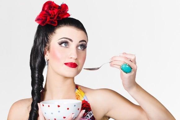 Donna Italiana Che Mangia Cereali