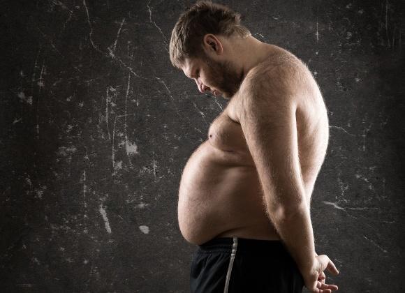 Uomo In Sovrappeso Che Sembra Abbattuto