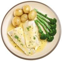 Piatto di pesce, patate e broccoli
