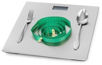 Bilancia, forchetta, coltello e metro a nastro