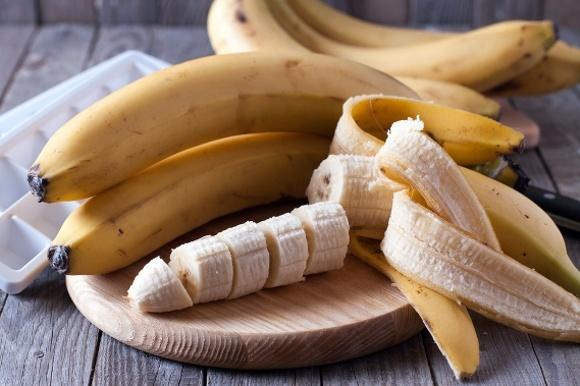 Banane intere ea fette a bordo