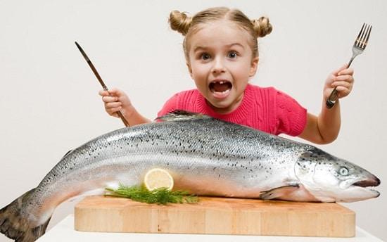 Ragazza Con I Salmoni